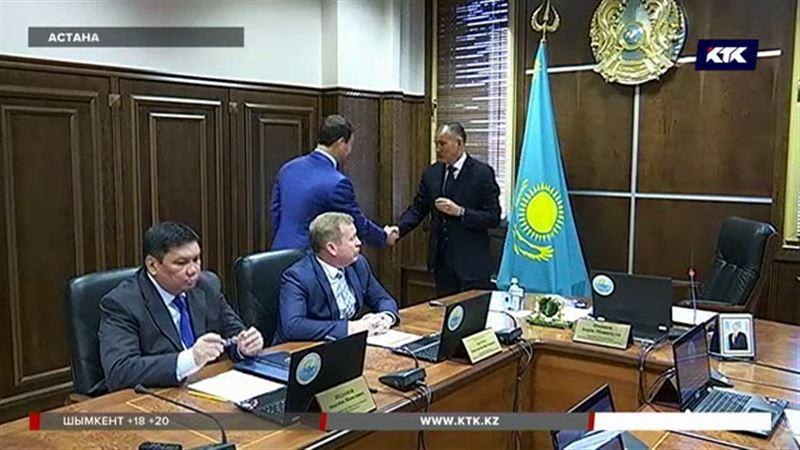 Новоиспеченные сенаторы из Шымкента получили заветные значки