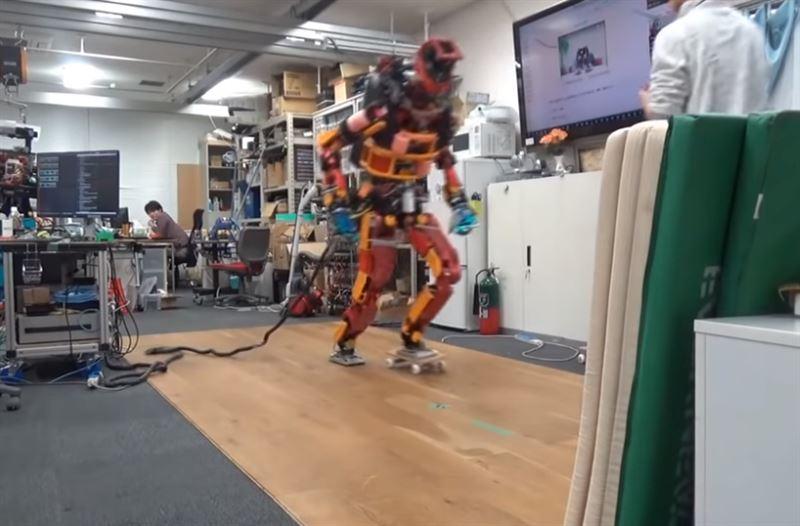 Ученые научили человекоподобного робота кататься на скейте