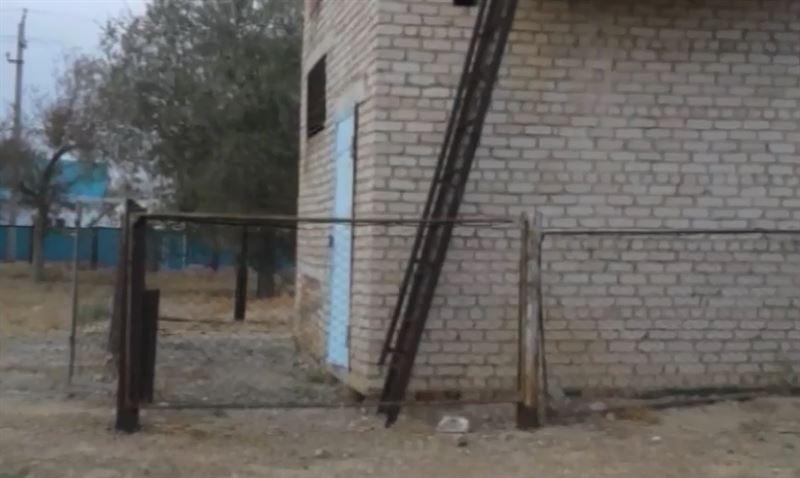 В Актобе 9-летний мальчик остался без рук после удара током