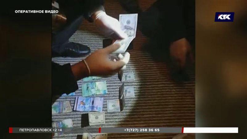 Бывшие силовики напали на бизнесмена, забрали у него 107 тысяч долларов, 23 тысячи евро и 4 миллиона рублей