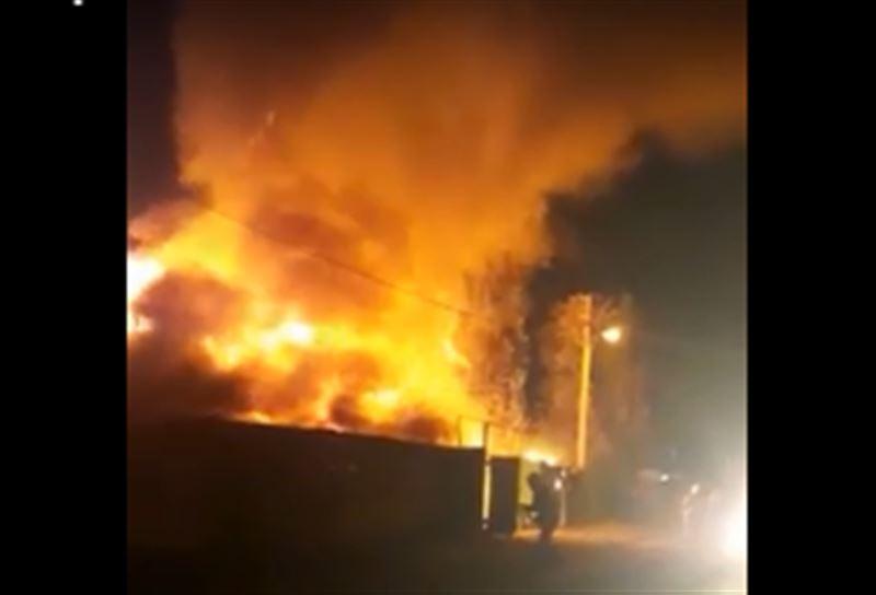 Крупный пожар в частном секторе Алматы: Горели баня и жилой дом