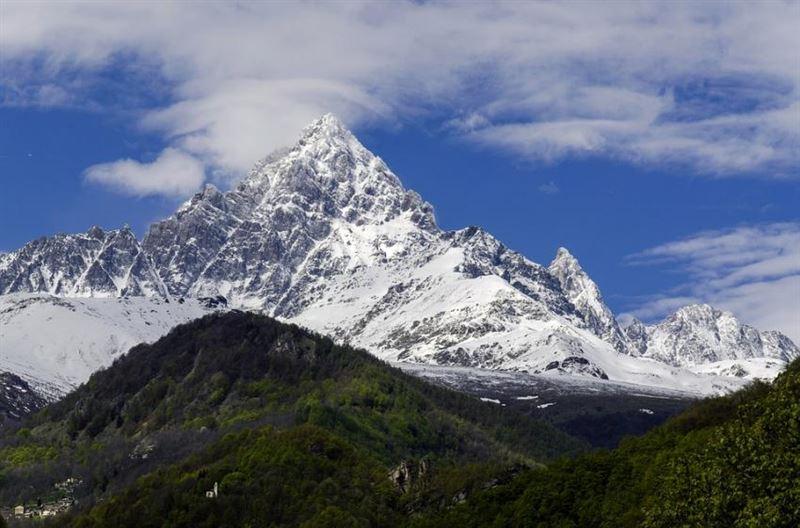 Порядка восьми альпинистов погибли в горах Непала