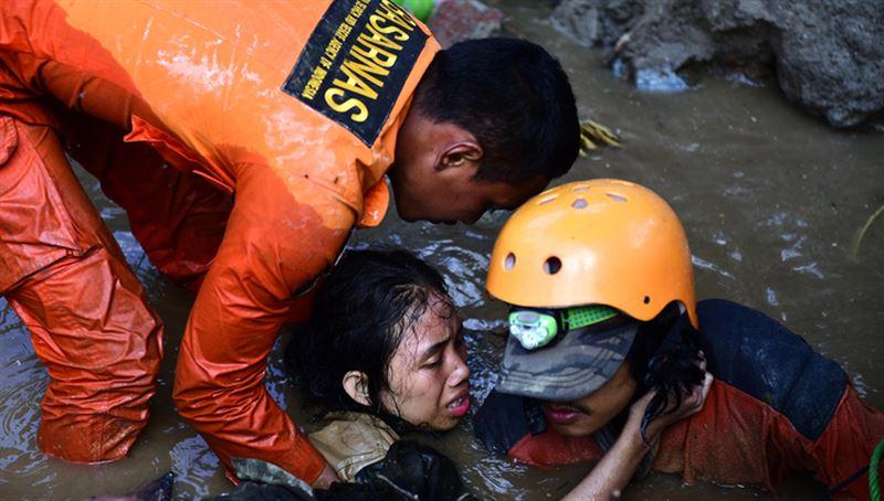 В Индонезии возросло число жертв землетрясения и цунами до 2091 человек