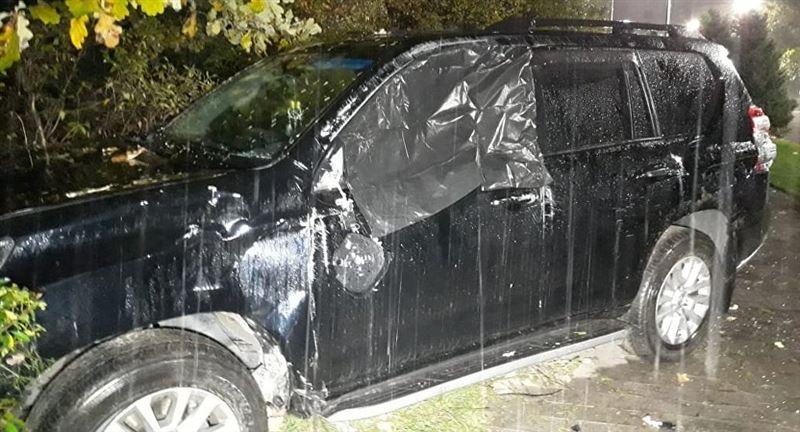ФОТО: Алматыда джип апатқа ұшырап, үш адам зардап шекті
