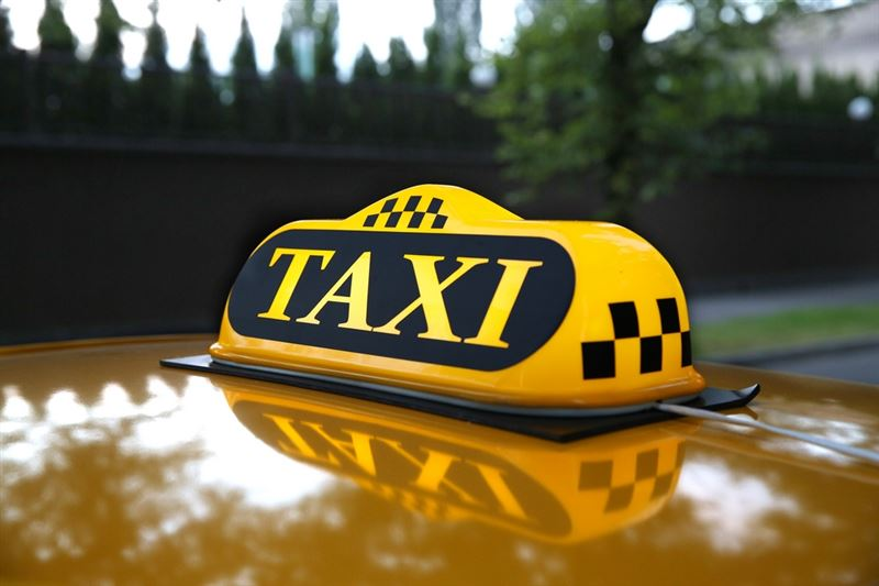 Астанада зейнеткер таксиде 6 млн теңгесін ұмытып кеткен