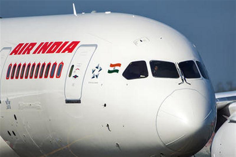 С неба рухнула: в Индии стюардесса выпала из самолёта при посадке