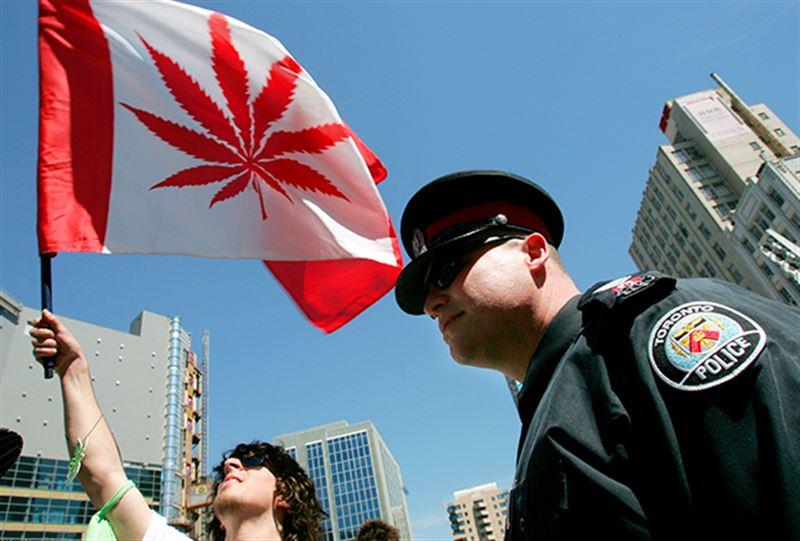 В Канаде вступает в силу закон о легализации марихуаны
