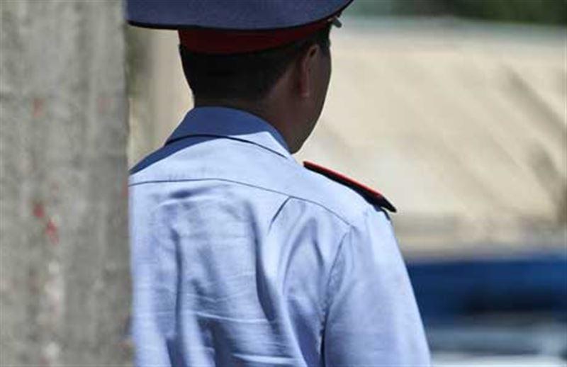 Шымкентте полицейді пышақтап кетті
