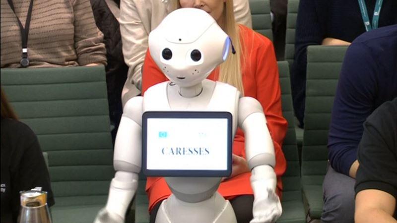 ВИДЕО: Қараңыз, депутаттар сұрақтарына робот жауап беріп жатыр