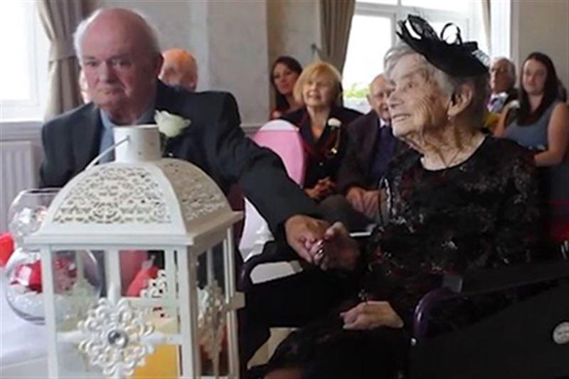 Столетняя жительница Великобритании вышла замуж