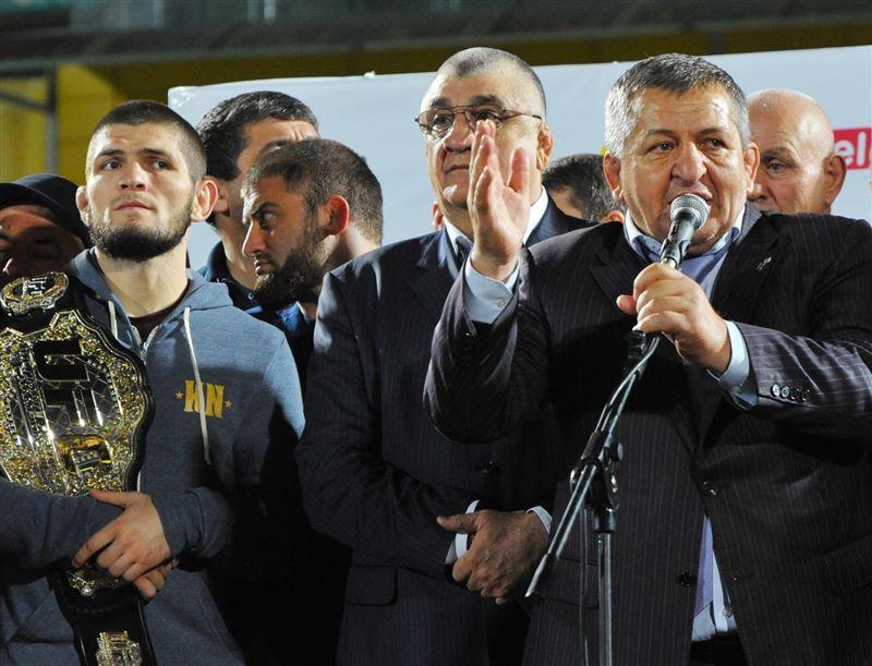 Отец Нурмагомедова простил Конора и пригласил его в Дагестан