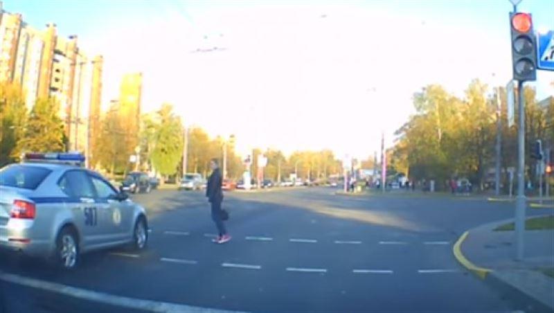 Девушка не стала пропускать кортеж Лукашенко