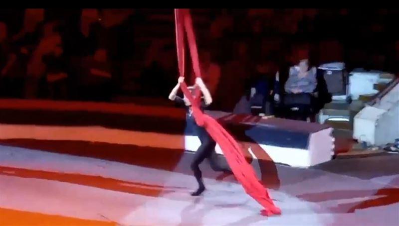 Гимнастка упала с большой высоты во время выступления в цирке