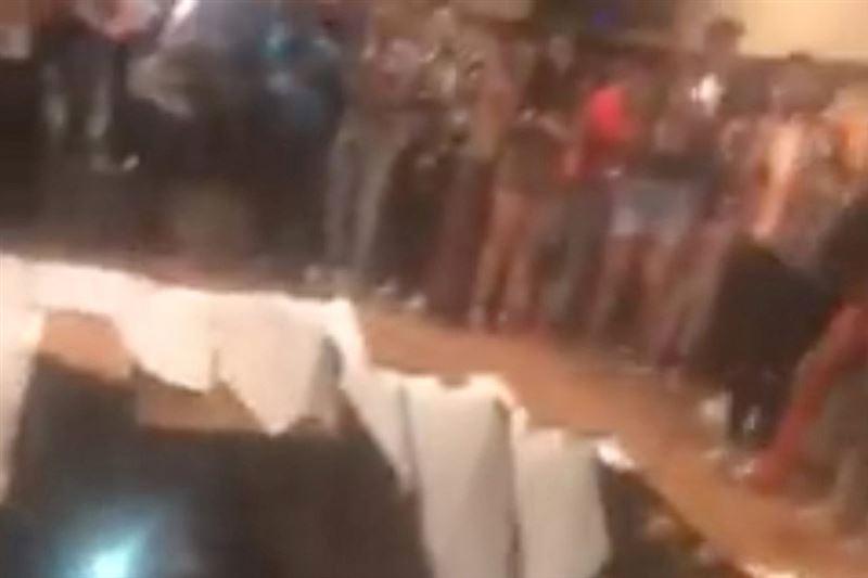 Очевидцы засняли обрушение пола в американском клубе