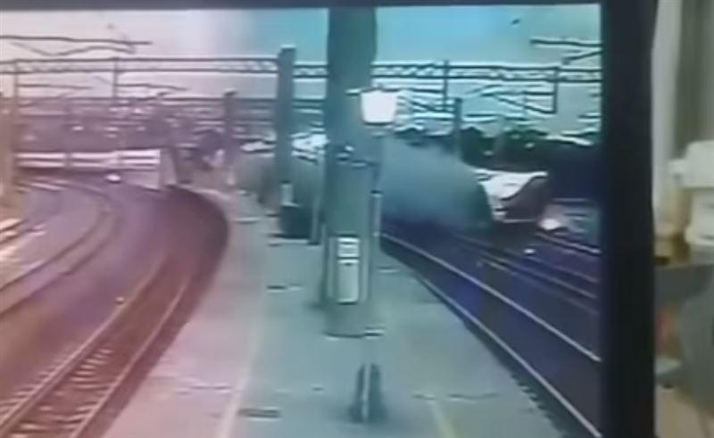 В Сети опубликовано видео крушения поезда на Тайване