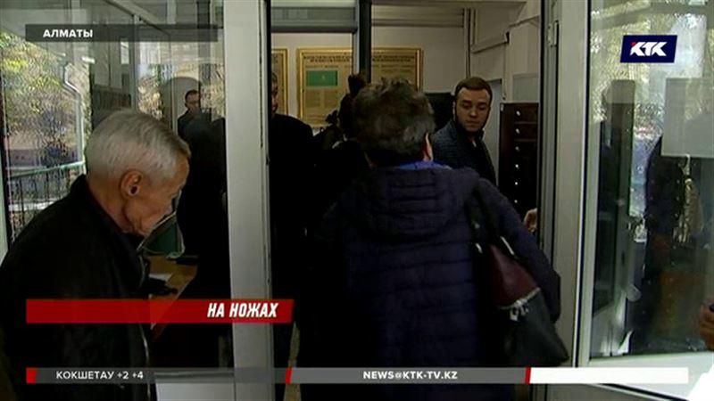Квартирантку, которая нанесла хозяйке 8 ножевых ранений, судят в Алматы