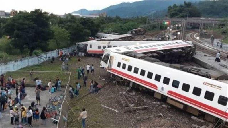 Машинист потерпевшего крушение поезда на Тайване признал свою вину