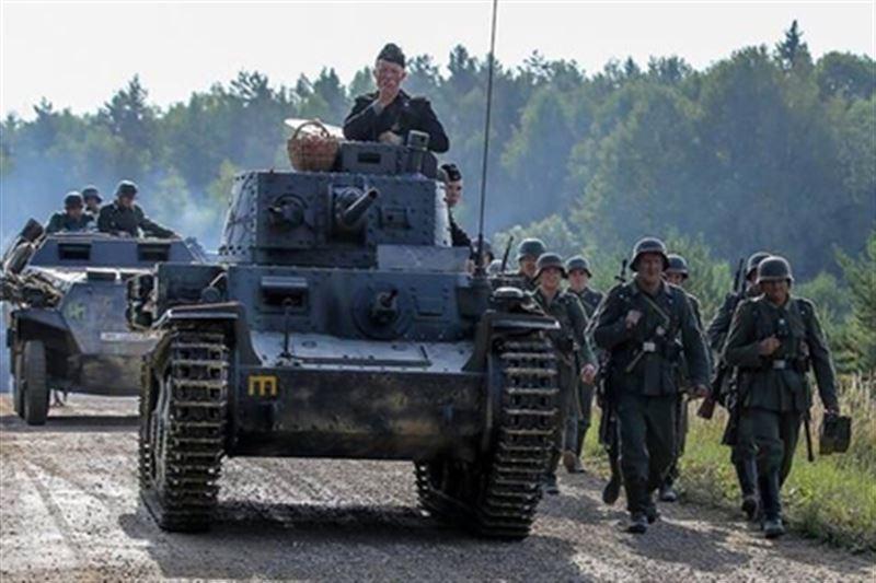 Фильм түсірілімінде каскадерді танк басып кетті