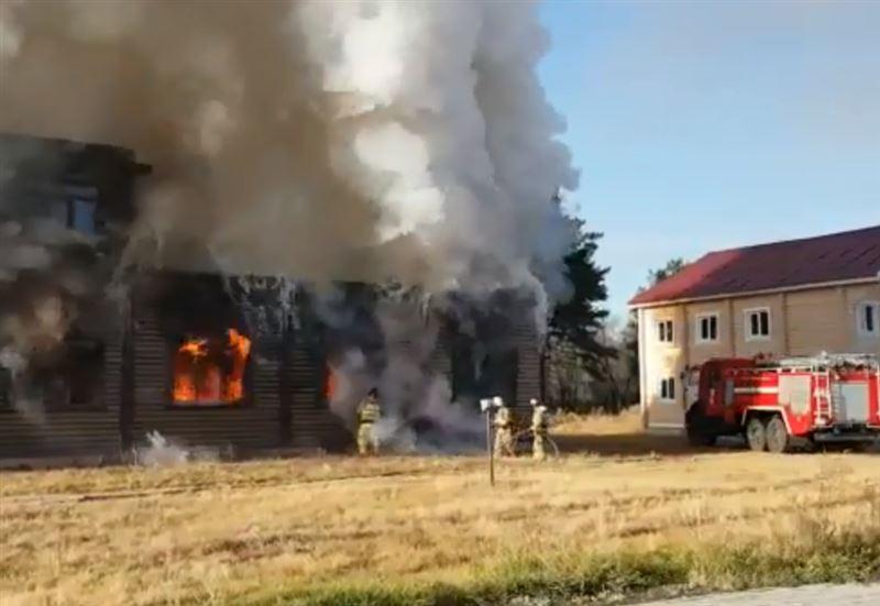 В двухэтажном экодоме в ВКО вспыхнул пожар