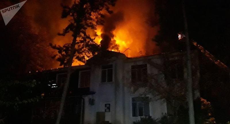 Крупный пожар произошел в Алматы