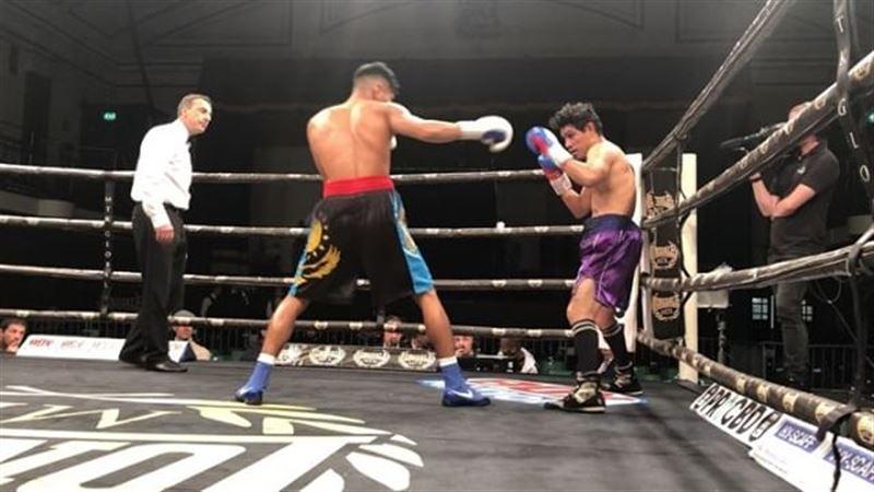 Қазақ боксшысы қарсыласын екі рет нокдаунға жіберді
