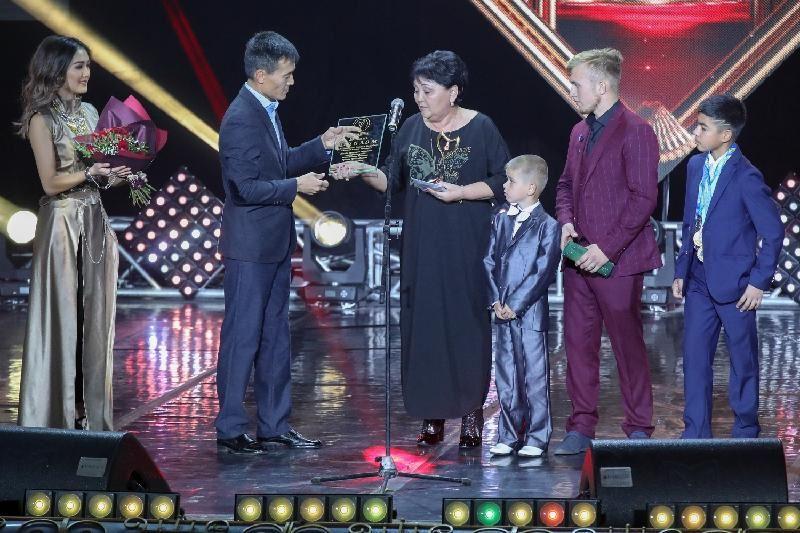 ФОТО: Алматыда «Алтын жүрек» жүлдесі тапсырылды
