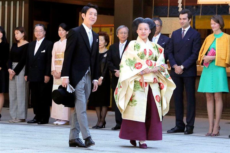 Японская принцесса вышла замуж за простолюдина, лишившись титула