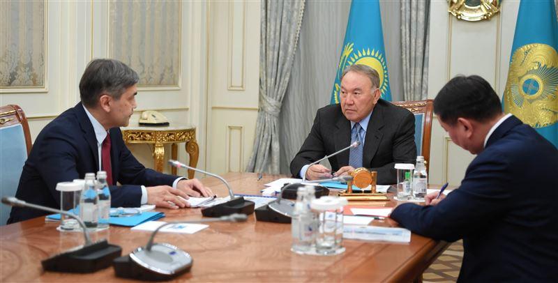 Нурсултан Назарбаев встретился с министром обороны