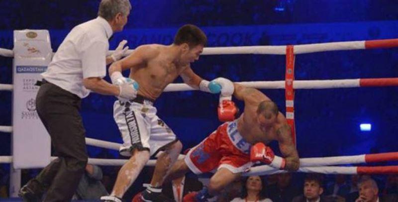 Қазақстандық боксшы қарсыласының қабағын жарып, нокаутқа түсірді