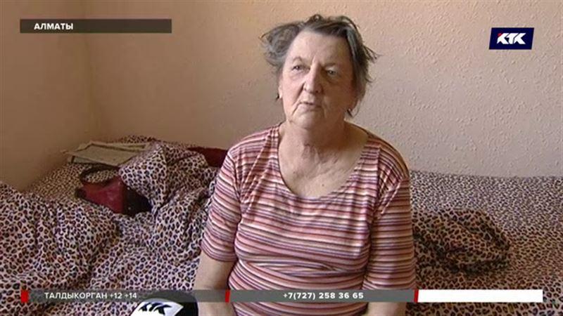 Алматинская пенсионерка, которая жила посреди стройки, отмечает новоселье