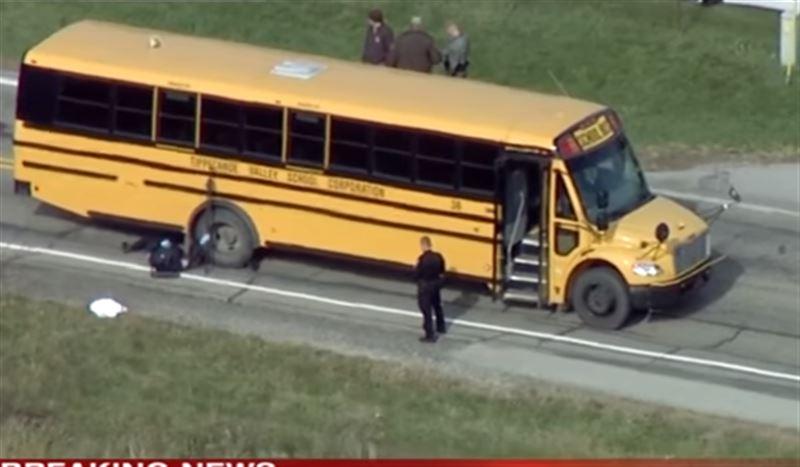 Пикап насмерть сбил троих детей на школьной остановке в США