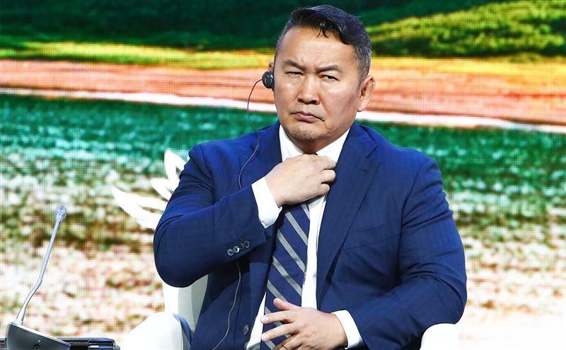 Президент Монголии пригрозил устроить голодовку