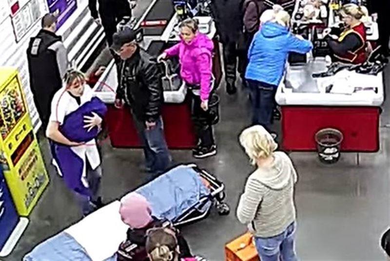 Жүкті әйел супермаркетте босанып қалды