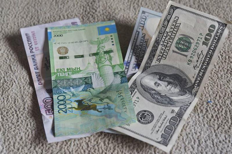 На дневных торгах доллар вырос до 369 тенге