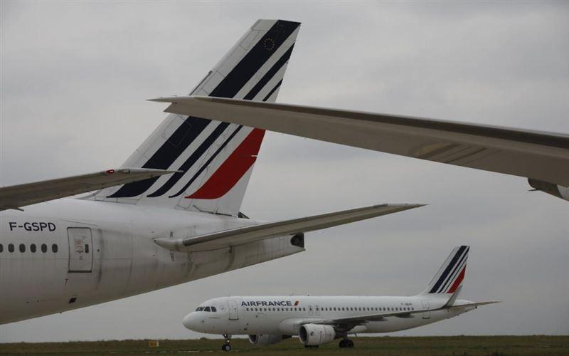 Париж әуежайында екі ұшақ соқтығысты