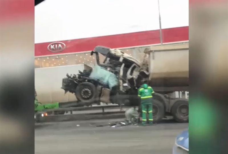 На МКАД произошла авария с участием трех КамАЗов