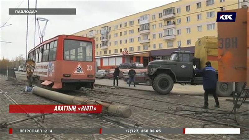 Павлодарда жолаушыға толы трамвай бағанаға соғылды