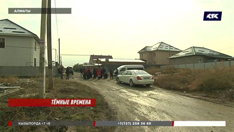Алматинцы сидят в элитном коттеджном городке без света, газа и воды