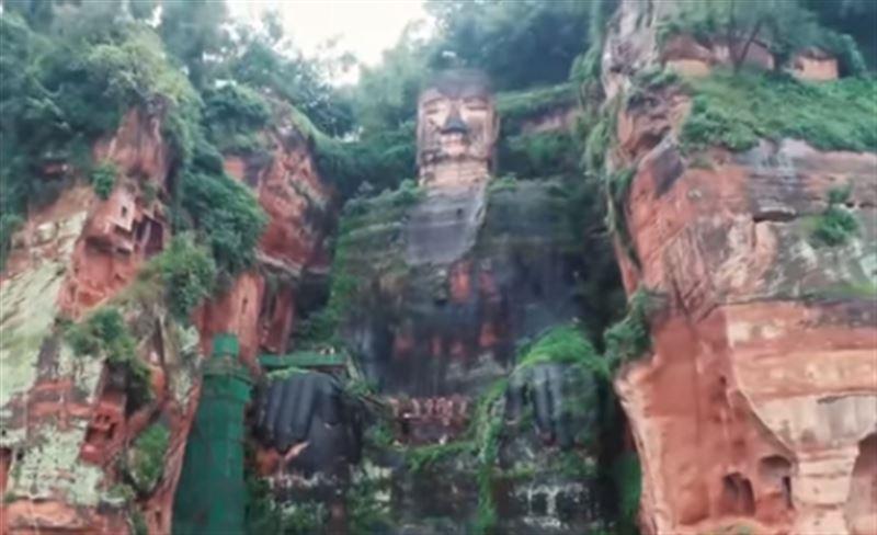 Статуя самого большого в мире Будды начала трескаться