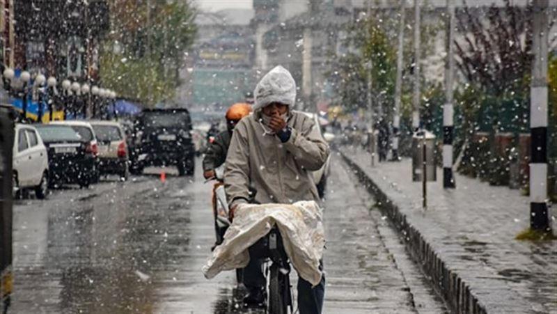 Индию впервые за 10 лет засыпало снегом