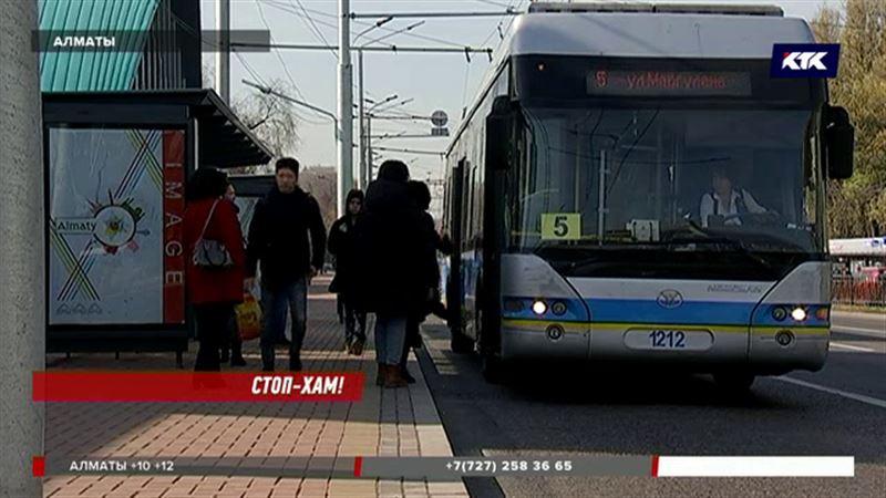 Алматинских водителей учат хорошим манерам
