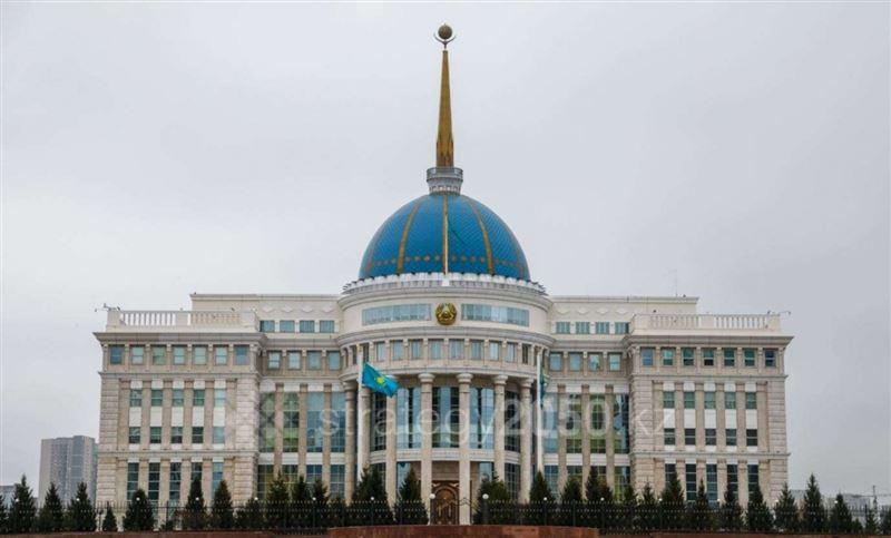 Герб с новой надписью «Qazaqstan» появился на Акорде