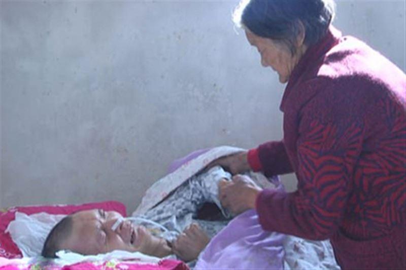 Женщина дождалась пробуждения сына после 12 лет комы