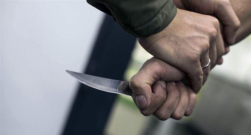 ВИДЕО: Полицейдің қулығының арқасында кепілге алынған қыз босатылды