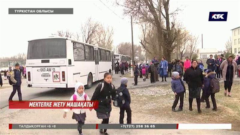 """""""Соғыстан оралғандай"""": Түркістанда  ата-аналар балаларын автобусқа отырғызудан бас тартты"""