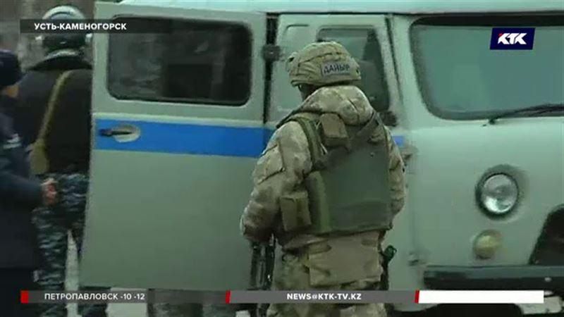 В Усть-Каменогорске оцепили улицу из-за подозрительного пакета