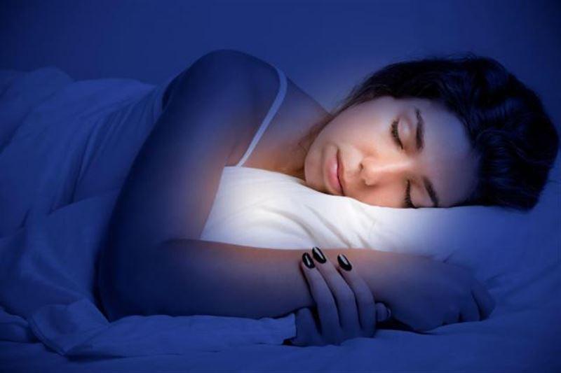 Сон с включенным светом провоцирует развитие рака