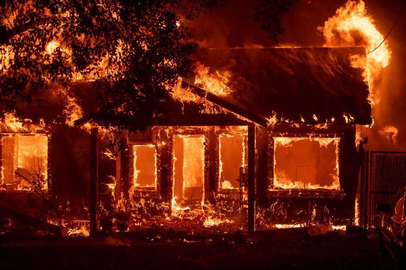 Пожар в Калифорнии уничтожил целый город