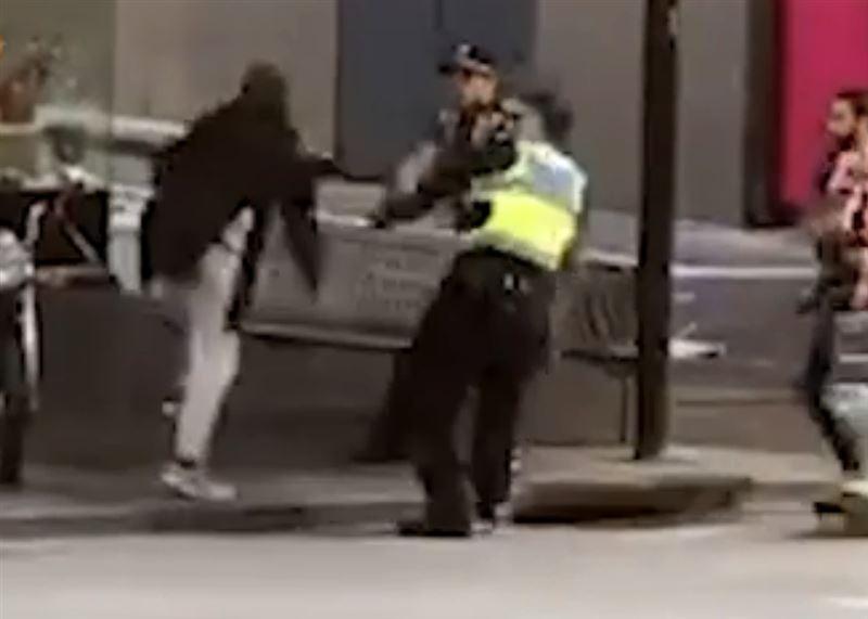 В Мельбурне на людей напал мужчина с ножом