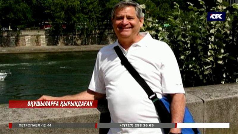 Астанада АҚШ-тан келген 72 жастағы мұғалім оқушыларына қырындаған